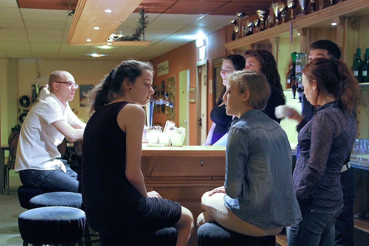 Aan de bar bij danscentrum De Groot
